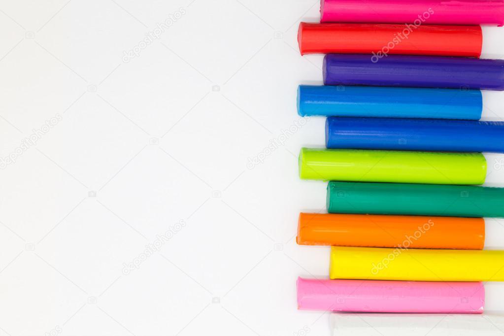 Regenbogen Farbe Kinder Knete klebt auf weißem Hintergrund ...