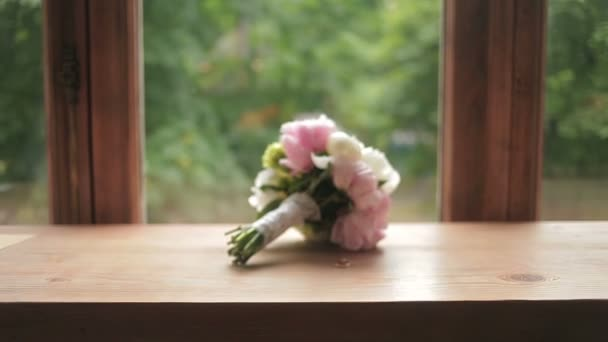 Beautiful wedding rings near the brides bouquet, with movement Refocus