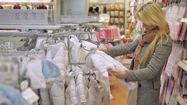 Lány, nő a bolt