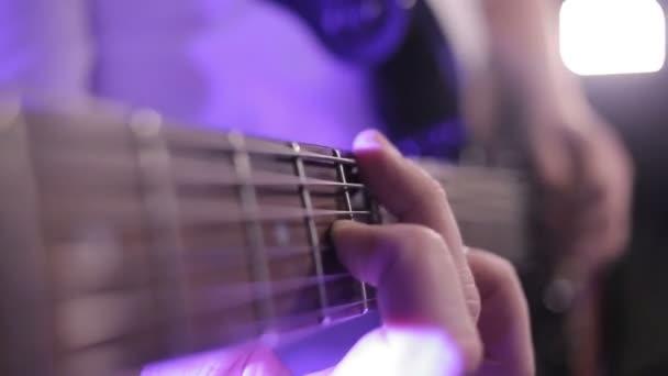 elektromos gitár játék
