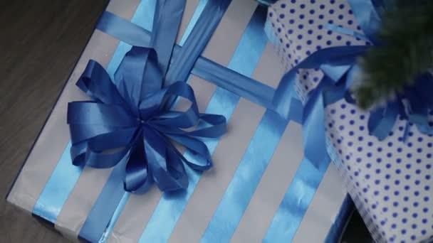 Vánoční současné boxy pod vánoční stromeček