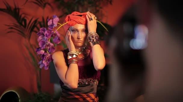 módní focení s fotografem a krásná modelka