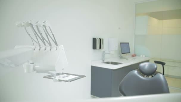Clinique Dentaire Design D Interieur Avec La Chaise Et Outils