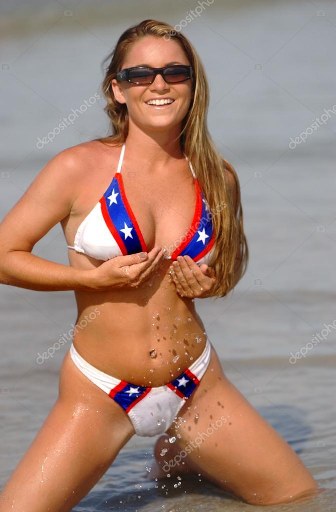 rosa bikini mit rebellenflagge