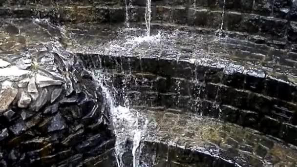 Malé vodopády v kamenný most vzpomínání
