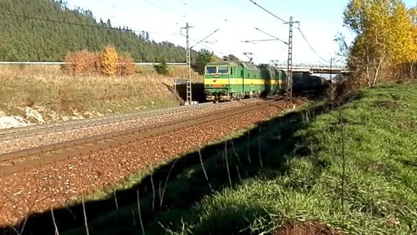 Nákladní vlak v pozemní dopravě zboží