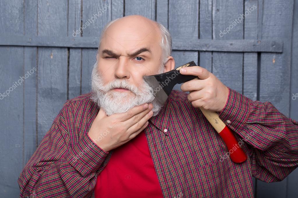 Uomini vecchi shaving con ascia foto stock tverdohlib for Vecchi piani colonica con foto
