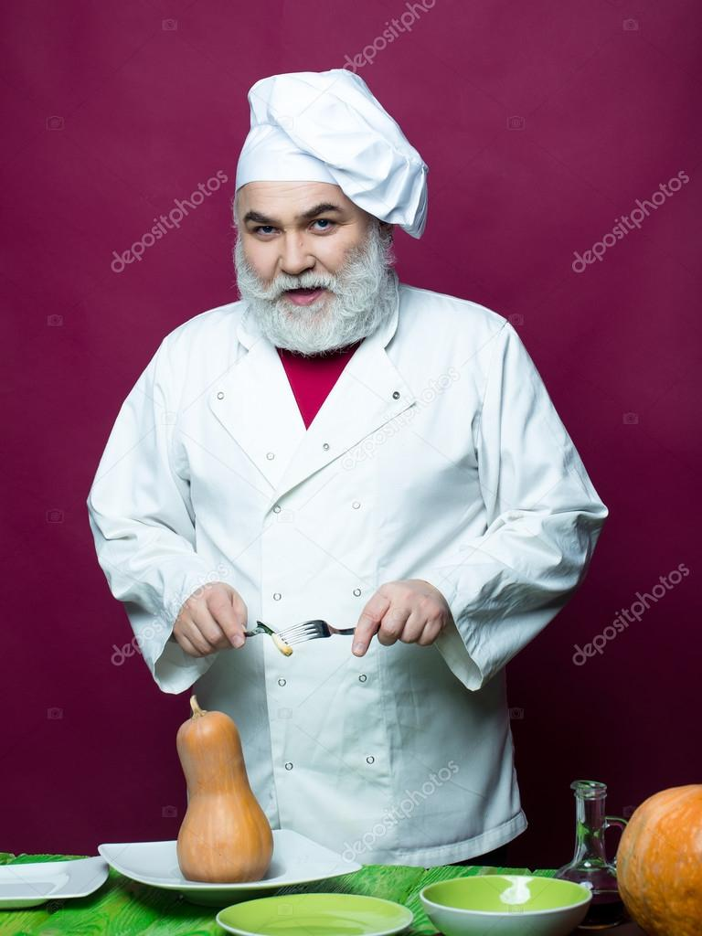 Cuisinier homme avec citrouilles photographie tverdohlib for Cuisinier 94 photos