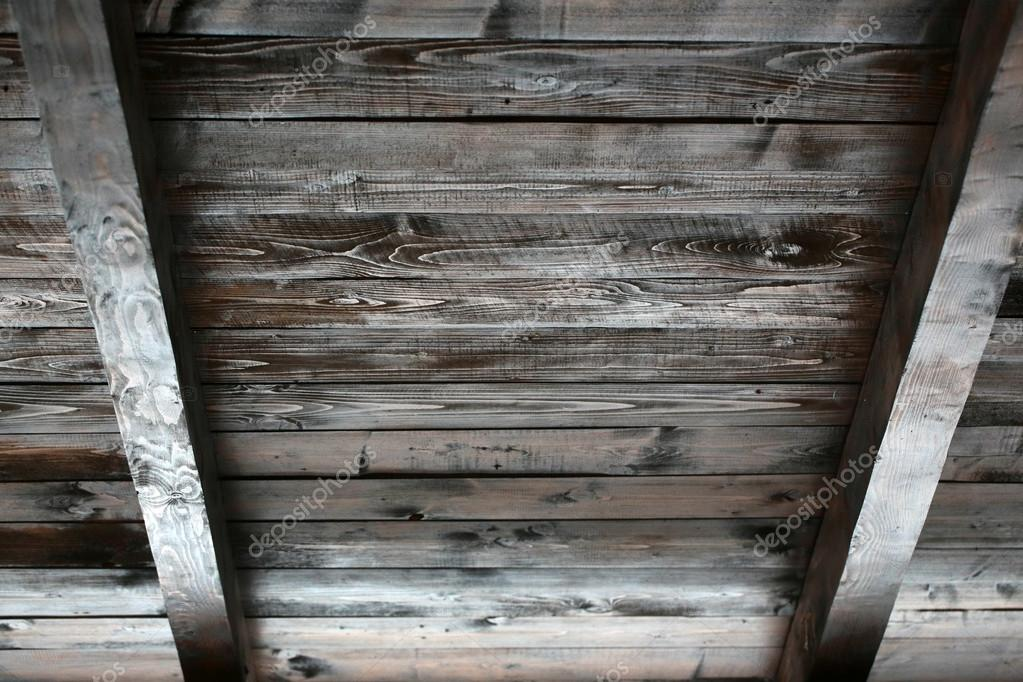Soffitto In Legno Con Travi : Soffitto in legno con travi a vista u2014 foto stock © tverdohlib.com