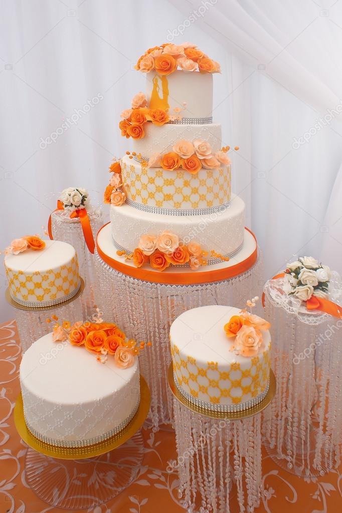 Schone Hochzeitstorten Stockfoto C Tverdohlib Com 114853038