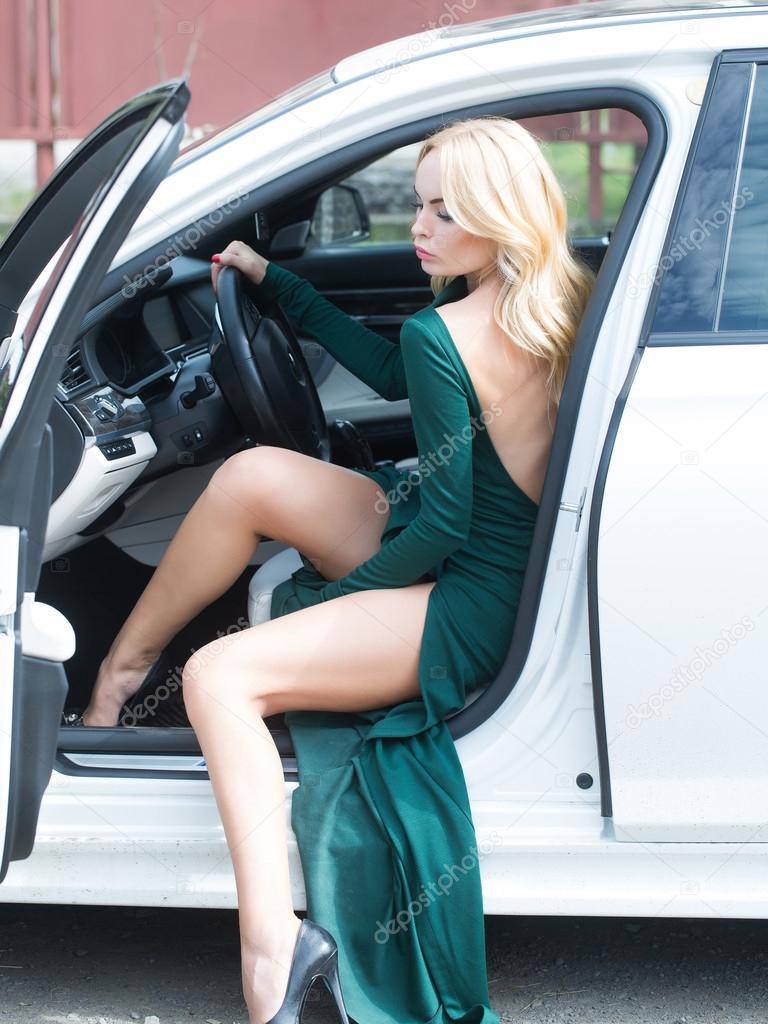 jolie femme en voiture photographie 116822484. Black Bedroom Furniture Sets. Home Design Ideas