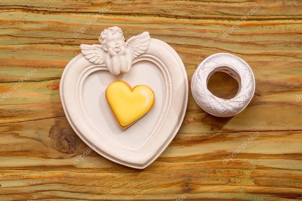 Weißer Engel Fotorahmen mit weißem Faden und dekorative Herz ...