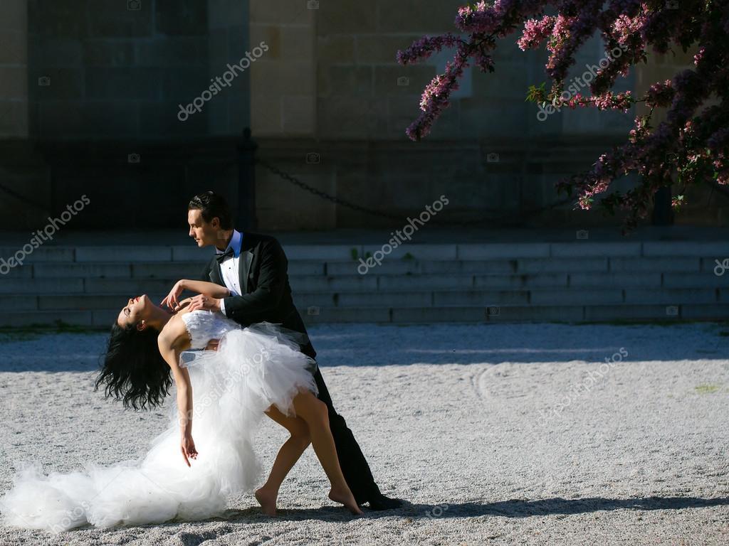 Красивое сексуальный танец мужчина