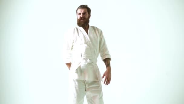 Vicces karate ember. Aranyér-koncepció. Egészségügyi ellátás.