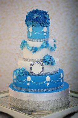 Large many-tier cake