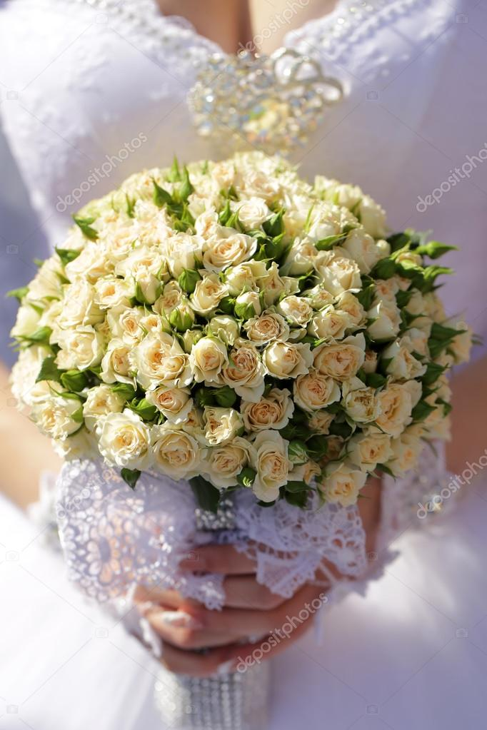 Wedding flowers in human hand