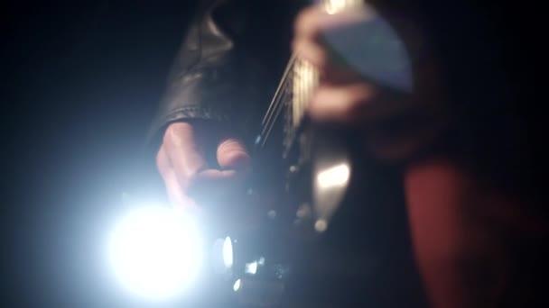 rockový koncert, příjemný večer kytarové hudby
