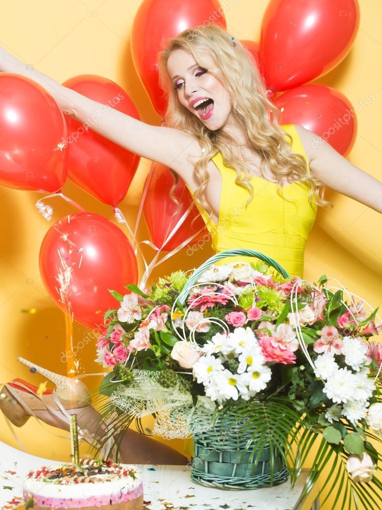 Verjaardag Vrouw Met Bloemen Stockfoto C Tverdohlib Com 93832566