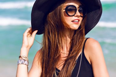 woman wearing vintage sunglasses and hat