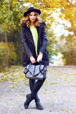 Fashion outdoor portrait of stylish woman