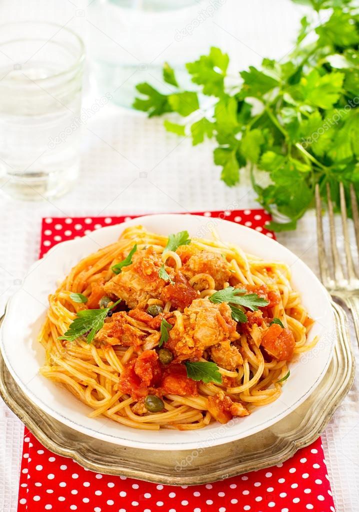 Tonbalıklı Domates Soslu Spagetti
