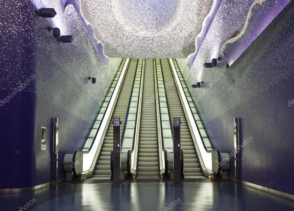 トレド美術館駅階段、ナポリ — ...