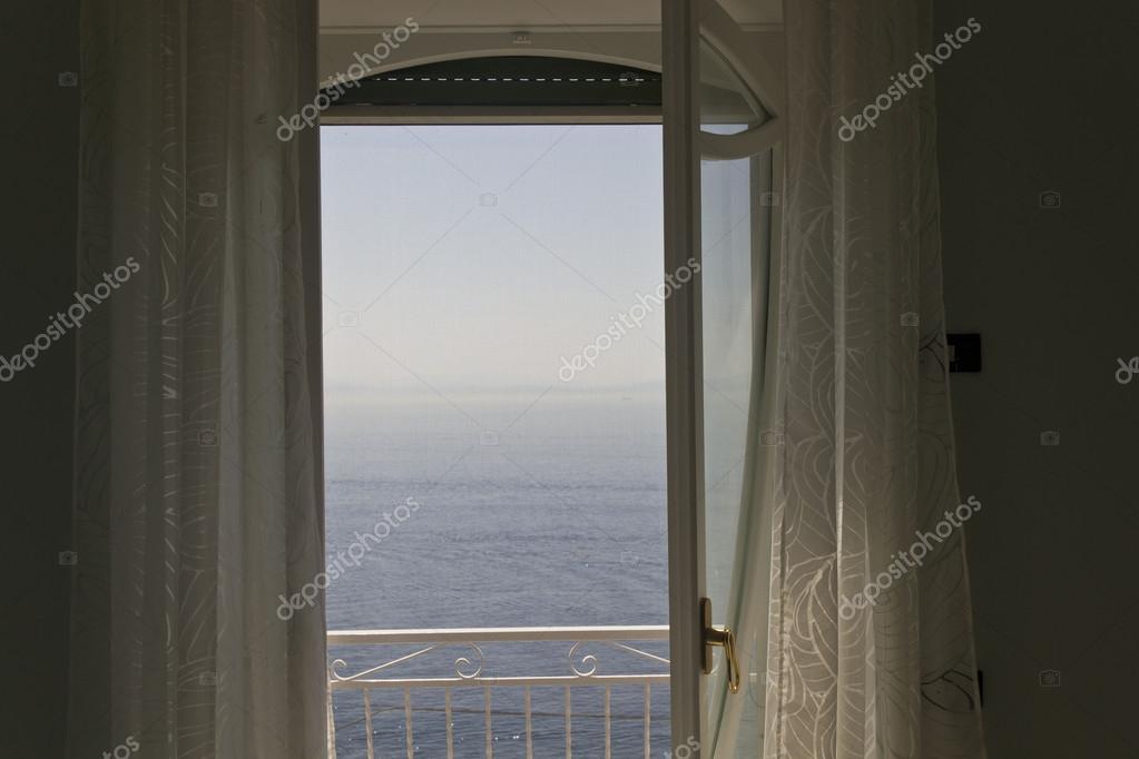 Finestra che si affaccia sul mare foto stock greta6 60399155 - Finestra che non si chiude ...