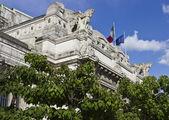 Fotografia Particolare architettonico della facciata superiore della stazione centrale di Milano