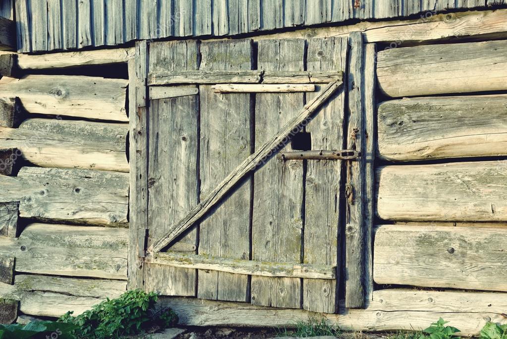Hermoso antiguo granero madera puertas con barras de metal for Puertas de madera estilo antiguo