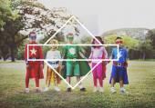 Děti v superhrdina kostýmy