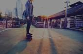 Fényképek Fiatal lány korcsolyázó Gyaloglás utca