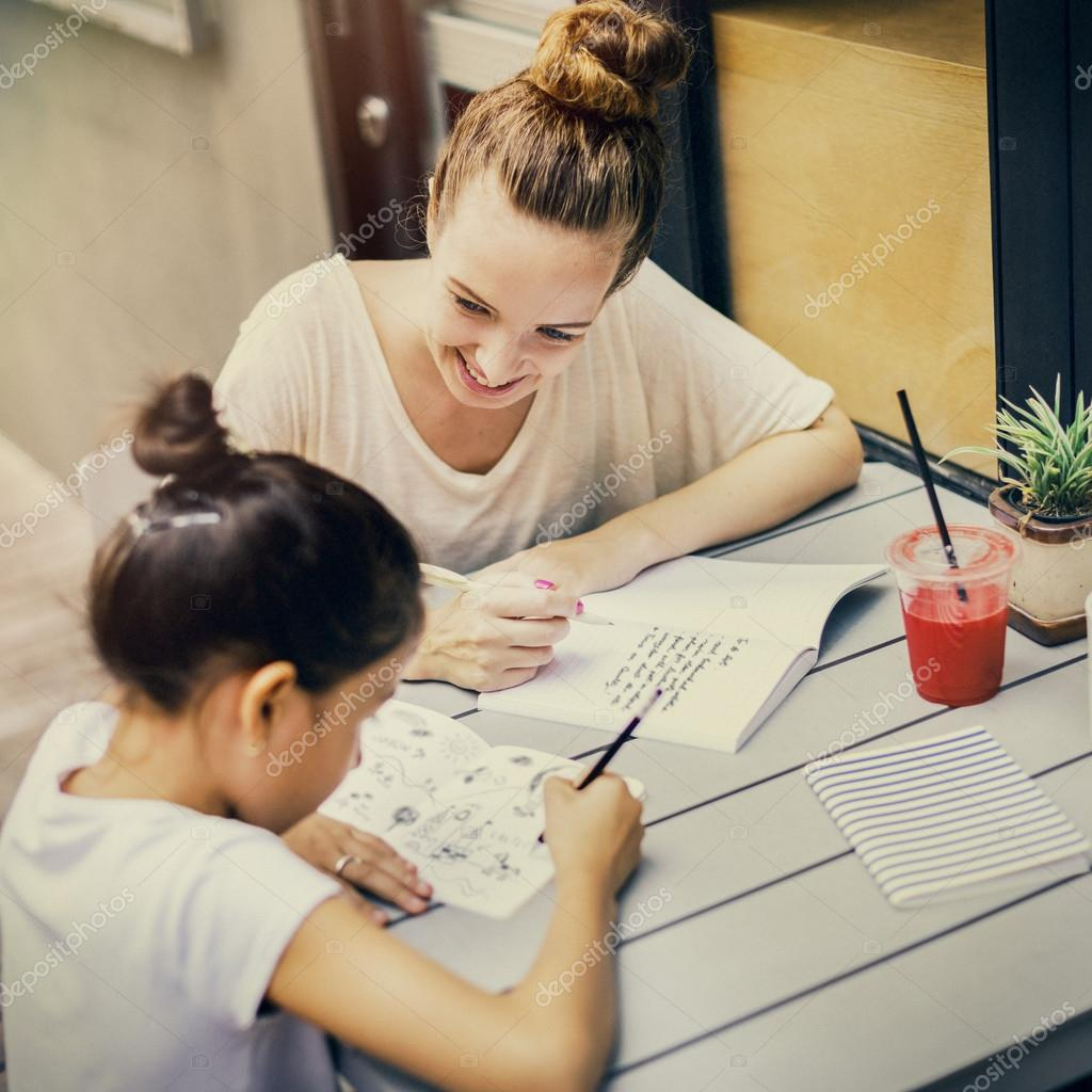 Учитель и ученик делают домашнюю работу — Стоковое фото ...