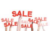Fotografie Hände halten das Wort Sale
