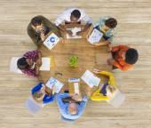 Gruppo di gente di affari nella riunione
