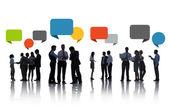 sziluettek üzletemberek tárgyal rakhatja