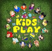 Konzept der Kinder spielen