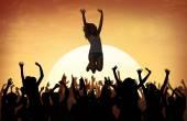 Fanoušci na letní Festival hudební taneční koncert