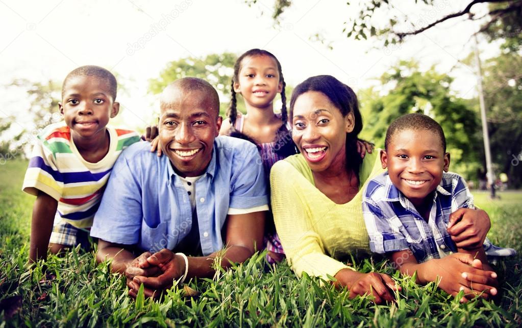 Heureuse Famille Africaine Au Cours De Vacances
