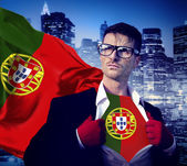 A Portugália lobogója alatt üzletember szuperhős