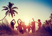 Lidé Beach párty letní koncept
