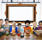 Fotografia persone che utilizzano dispositivi e Photo Frame