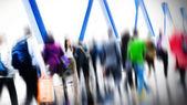 Fotografie dunkle Silhouetten von Business Menschen zu Fuß
