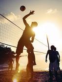 Fotografie Lidé hrají na plážový volejbal
