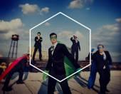 Fotografia uomini daffari in costumi supereroe