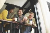 obchodní tým s přestávka na kávu