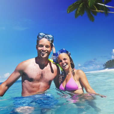 Couple with Scuba smiling.
