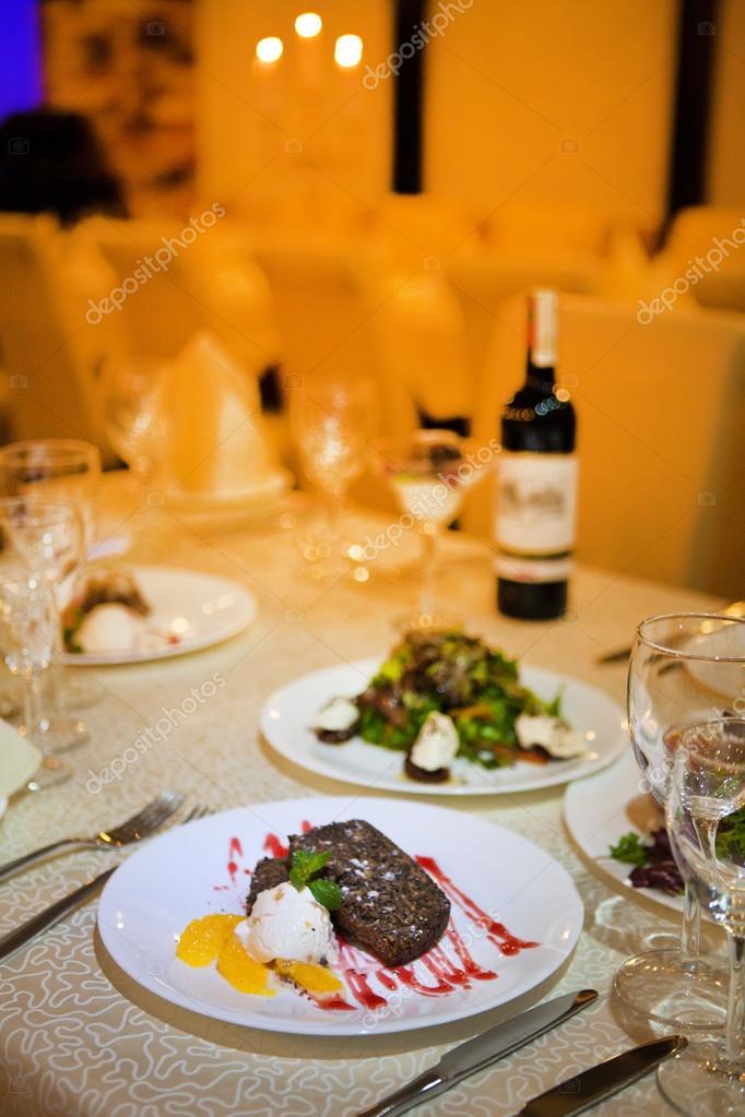 Cena en el restaurante una noche para dos cena navide a for Vajilla para restaurante