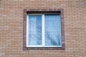 ablak tégla ház