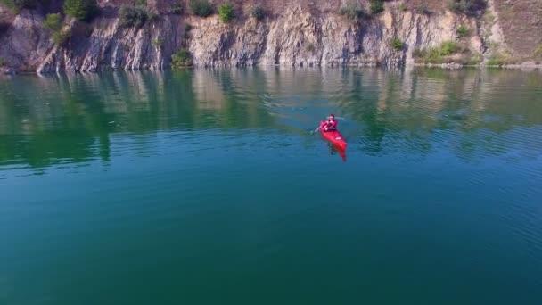 Anténa: sportovec veslování v kajaku