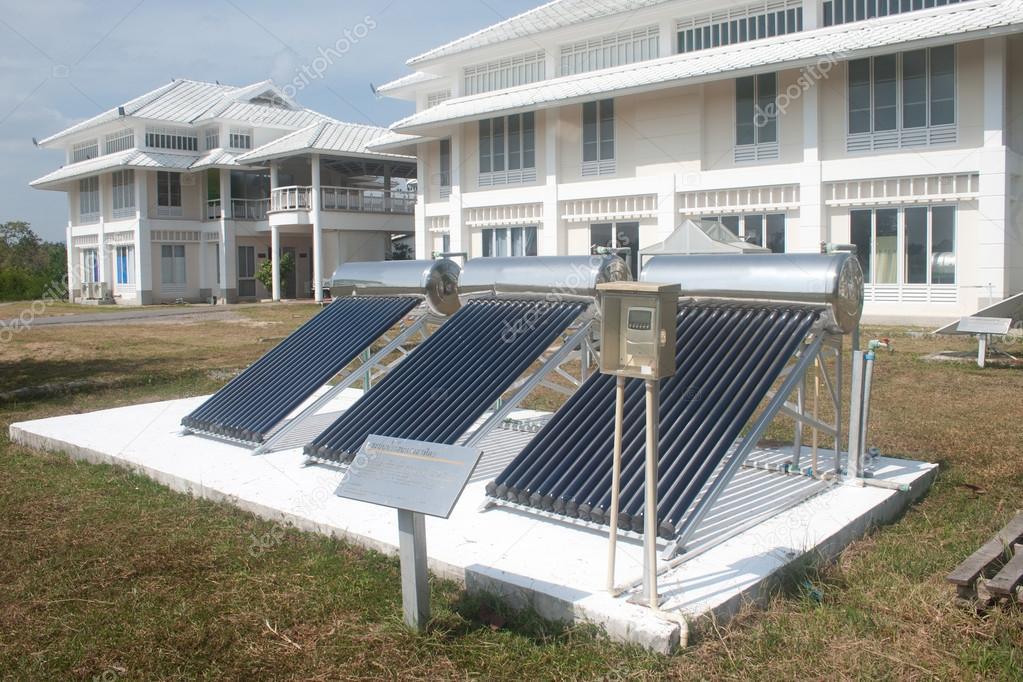 Solarglas für Warmwasser-Systeme — Stockfoto © topten22photo #61877507